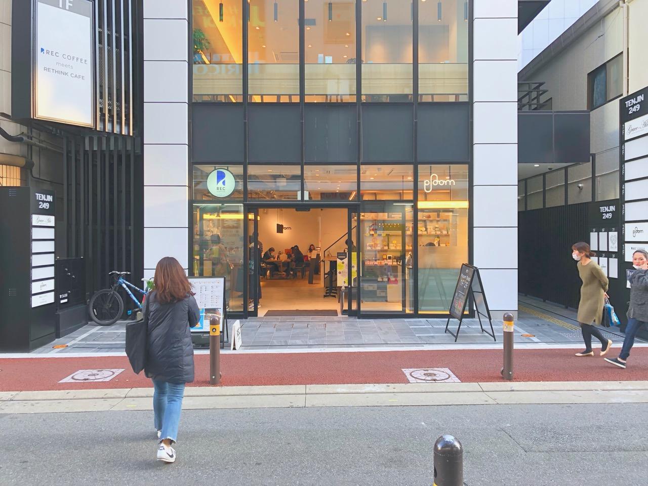 福岡天神の中心にあるコンセントが使用できるカフェ。「REC COFFEE」