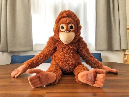 【IKEAのソフトトイ】オランウータンのぬいぐるみが子供の心を離さない!
