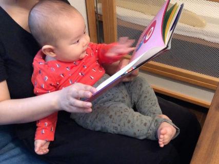 絵本「もいもい」を生後5ヶ月の赤ちゃんに読んでみました。