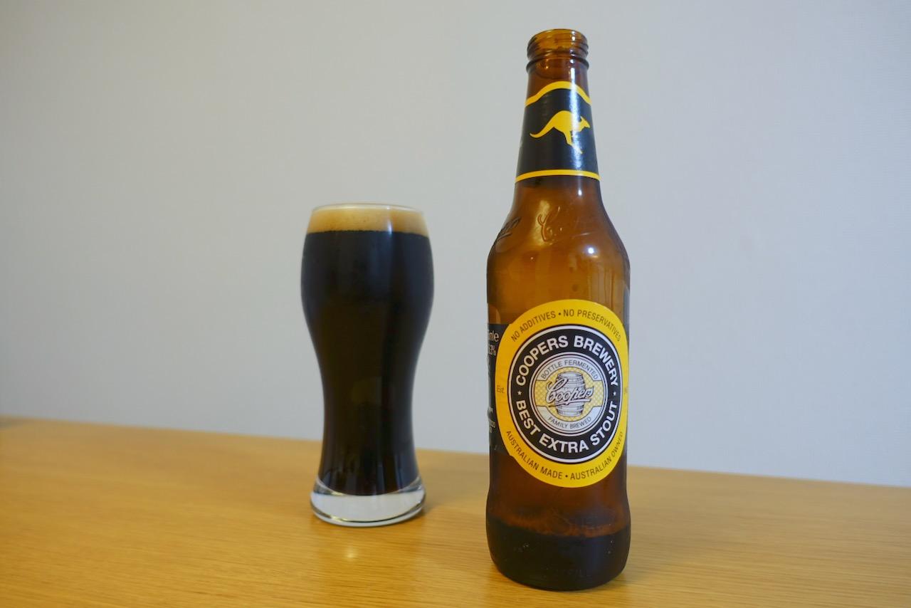 「クーパーズブリュワリー ベストエクストラスタウト」この黒さがたまらないパンチのあるビール。