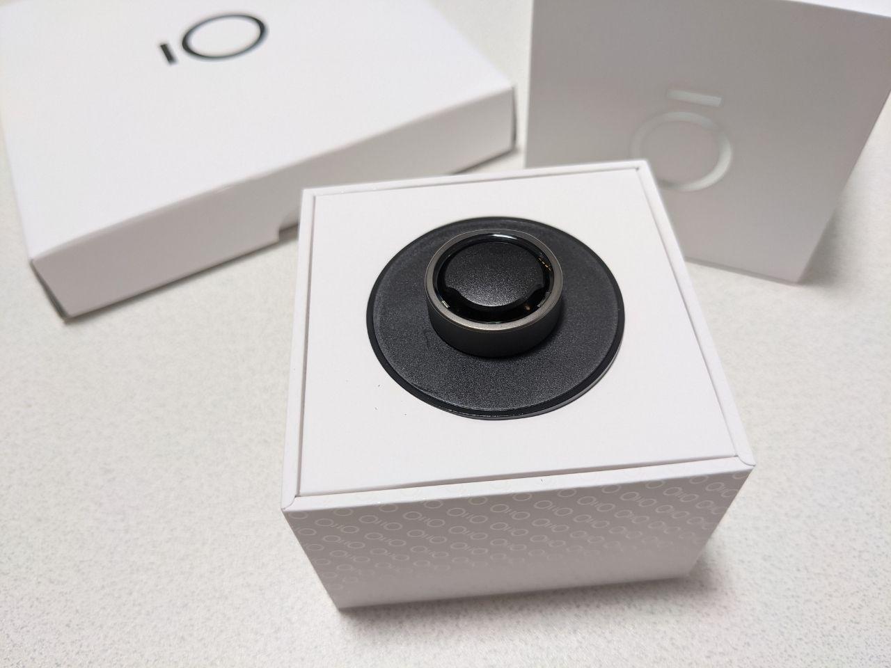 【レビュー】Oura Ringが到着。開封と装着感と軽すぎる本体の確認。